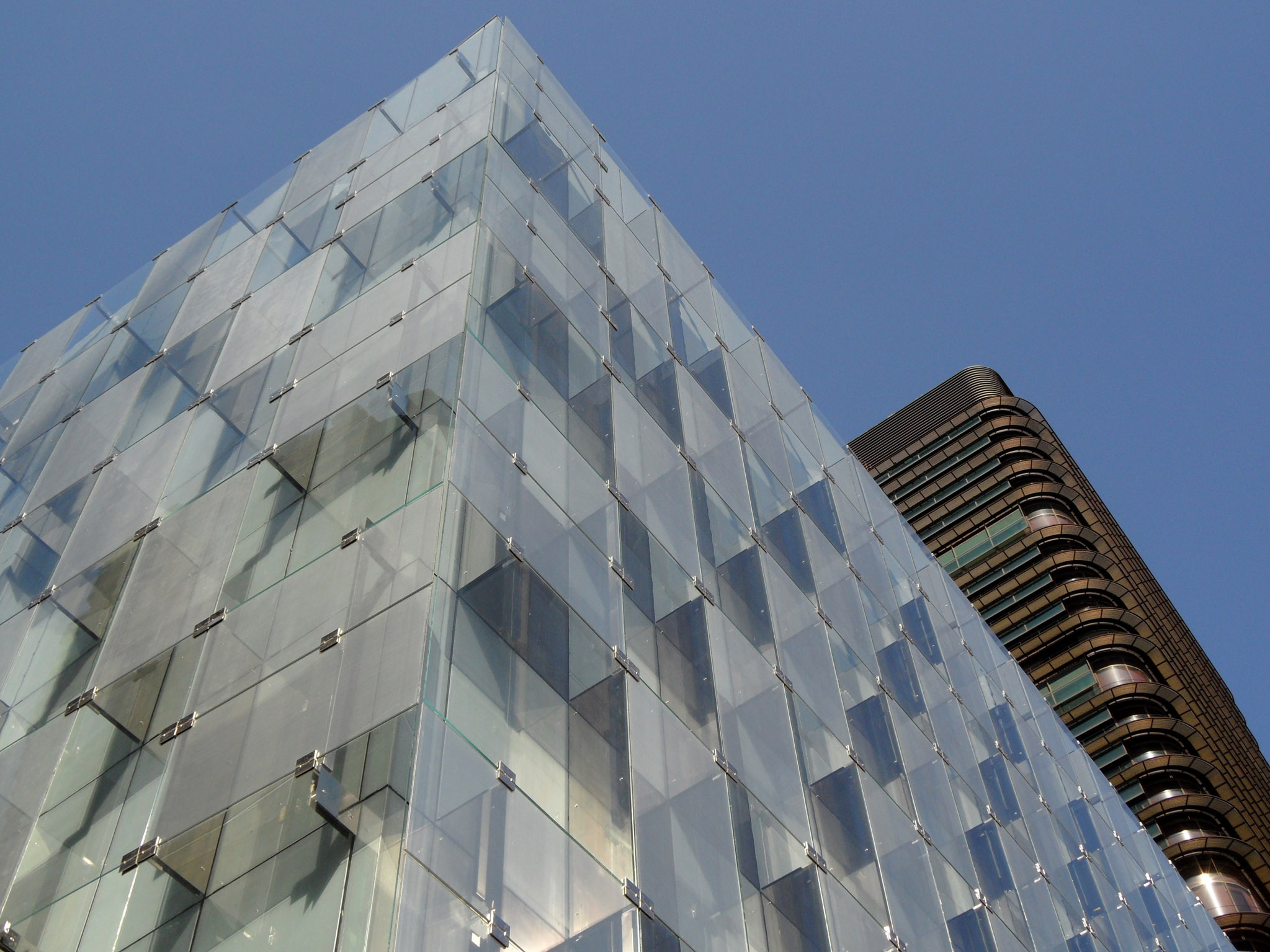 Curtain wall panel - A New Vision In Laminated Glass With Sentryglas