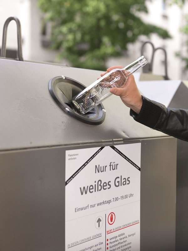 Glass recycling is an important element of sustainability in the container glass industry – along with its multiple re-use, allowing bottles to be refilled up to 50 times. (Photo: glasaktuell)