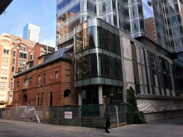 Undulating Curved Glass Curtainwall Highlights 7th St. Thomas in Toronto