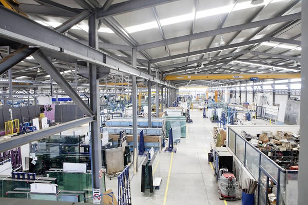 On a production area of more than 26,000m² Astiglass produces double glazing, tempered, laminated, coated and fireproof glass elements as well as decoration and serigraphy.