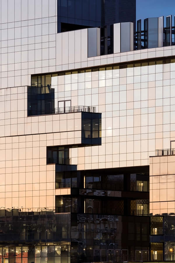 Guardian solar control glass gives architects freedom to play with colours and reflections on the BNL-BNP Paribas HQ in Rome.