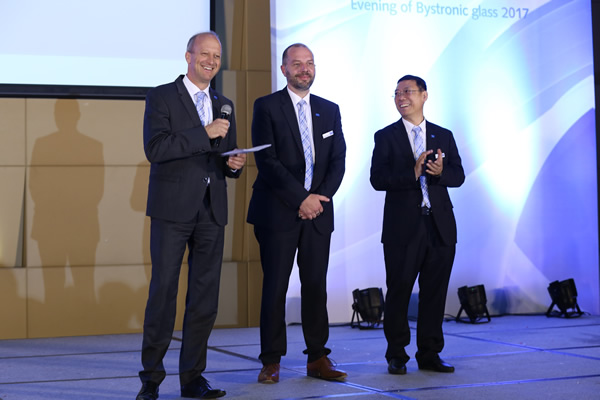 f.l.t.r.: Dr. Burghard Schneider (CEO Bystronic glass), Frank Runte (Managing Director Bystronic glass Machinery Co., Ltd. (Shanghai), Jeffrey Zhao (Managing Director Bystronic glass Co., Ltd. (Shanghai) 