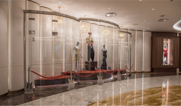 Curved glass memorabilia display cases