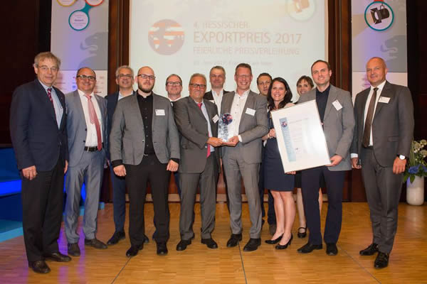 Hessen's Economics Minister, Tarek Al-Wazir (third from the left), also shares our joy over winning the Export Prize. Image source: IHK Frankfurt / Stefan Krutsch