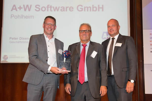 Joy over the won Export Prize – from left to right: Peter Dixen, CEO A+W Software GmbH; Dr. Michael Küttner, A+W Company Communications, Olaf Hoffmann, speaker and CEO Dorsch Holding GmbH. Image source: IHK Frankfurt / Stefan Krutsch