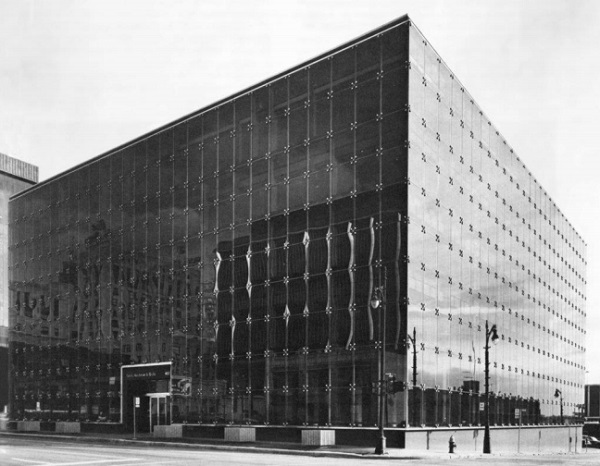 Figure 1: 455 W Fort Street, Detroit, the world's first four sided silicone structural glazing project, 1971 designed by architects Smith, Hincham and Grylls. Photo courtesy of SmithGroupJJR