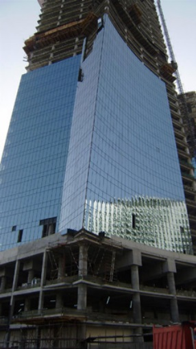 Fig. 05: Shining Towers, cold-bent façade during construction