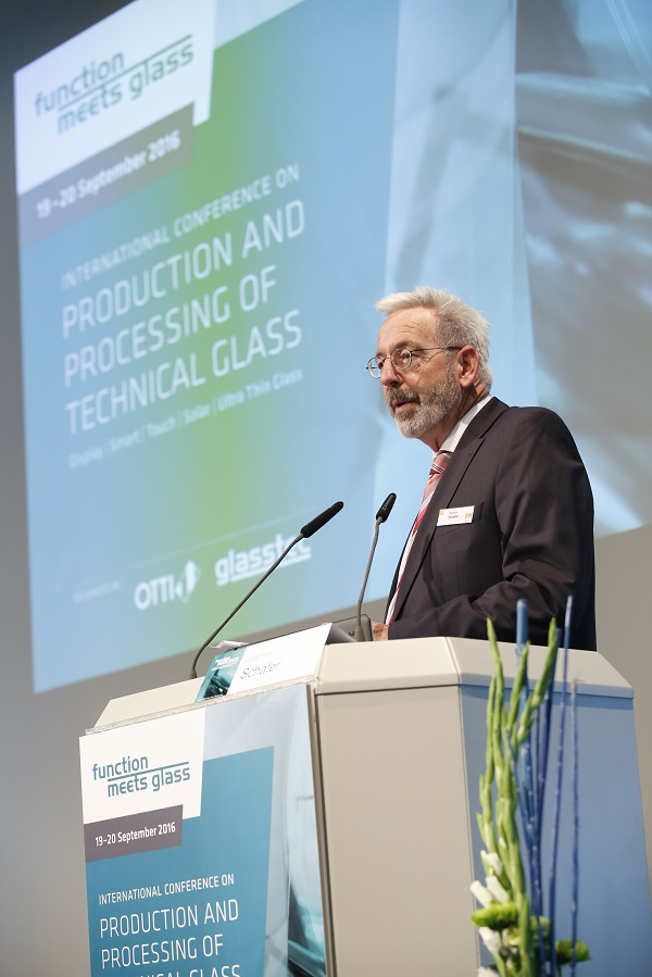 "Joachim Schäfer, Managing Director at Messe Düsseldorf GmbH, on the occasion of the ""Function meets Glass"" conference 2016.  Photo: Messe Düsseldorf"