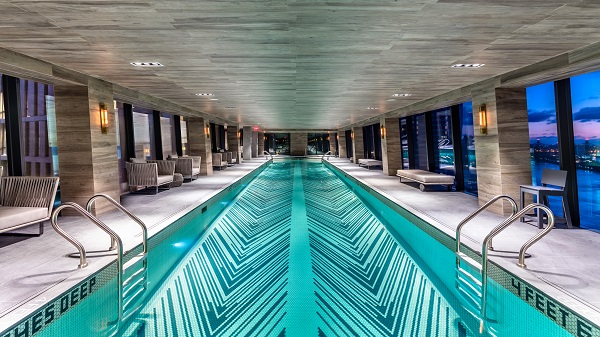 The pool measures approx. 22 metres and stretches almost the entire length of the Skybridge. (Copyright ©JDS)