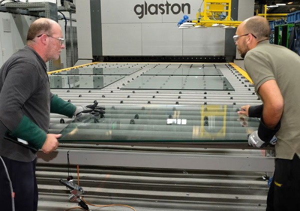 The Glaston FC500™ with integrated iLooK™ online quality scanner guarantees the best quality and short delivery times.