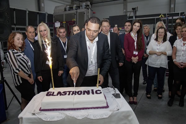 Additionally to the opening of the new production hall GLASTRONiC's one year anniversary was celebrated