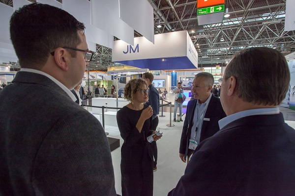 Steve Cox, Head of PVB Division (right), Ron Hull, Marketing Manager, Americas & EMEA (2nd from the left) and Simon Fuchs, Sales & Operations Planning Manager (left) in conversation with award winner Lisa Rammig from Eckersley O'Callaghan