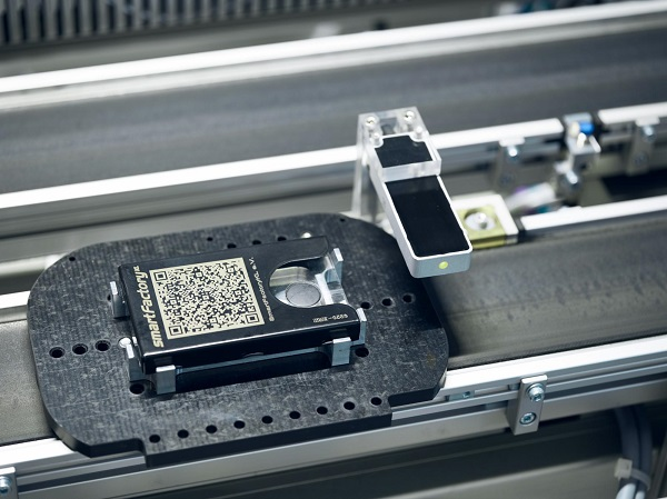 Jewellery photos for smart manufacturing. Photos: SmartFactory / C. Arnoldi