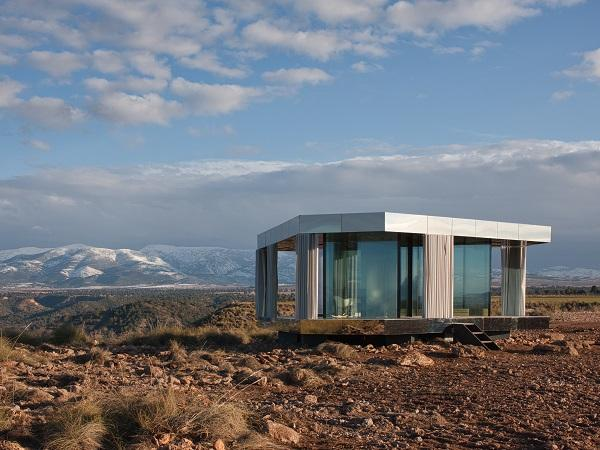"""La Casa del Desierto"", the Guardian Glass project that creates the great indoors in perfect harmony with nature"