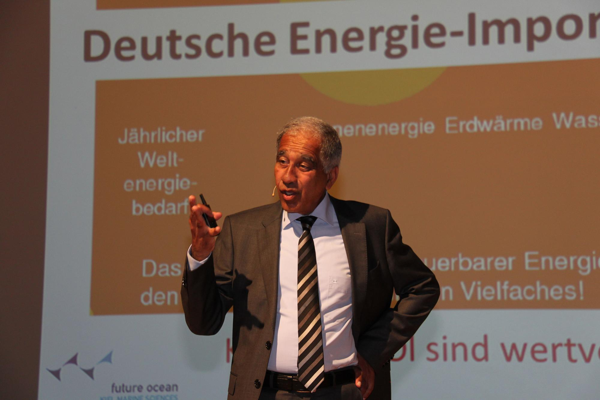 Key speaker Prof. Dr. Mojib Latif inspired the plenum and found optimistic approaches despite poor prospects. (Source: ift Rosenheim)