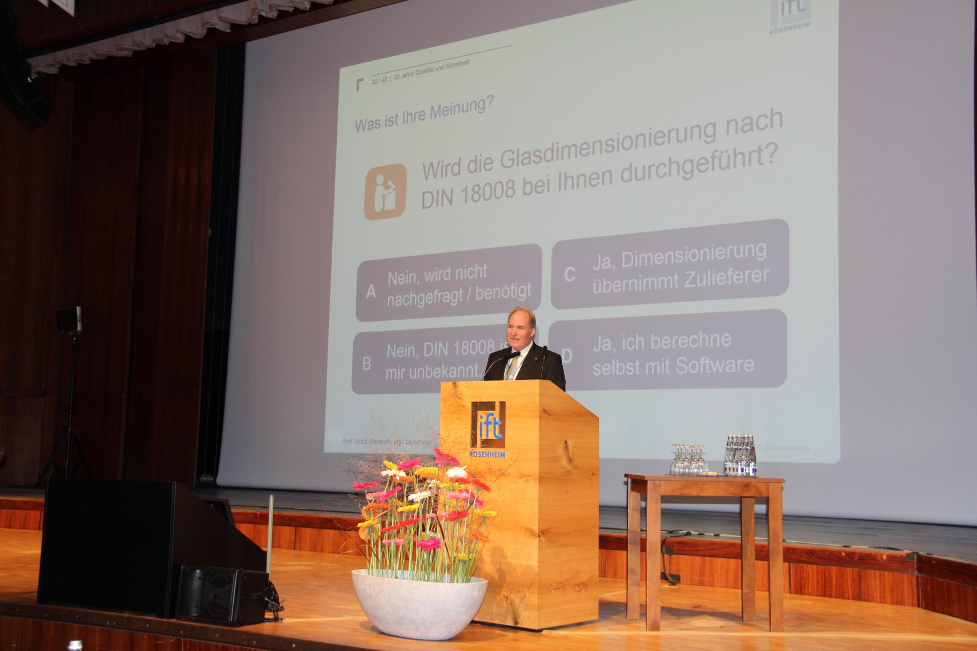 Head of the Institute, Prof. Ulrich Sieberath also poses a question to the audience, which, thanks to the ift event app, was answered in real time. (Source: ift Rosenheim)