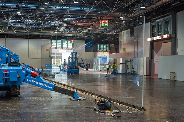 Heavydrive MRK 195.0 and the VSG 3500 K MH in use at glasstec in Düsseldorf  Image rights: Heavydrive GmbH