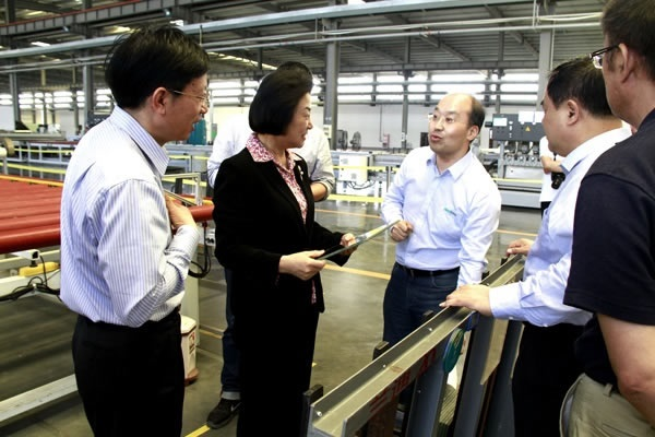 Member of CPPCC Standing Committee Jing Liang Visited LandGlass