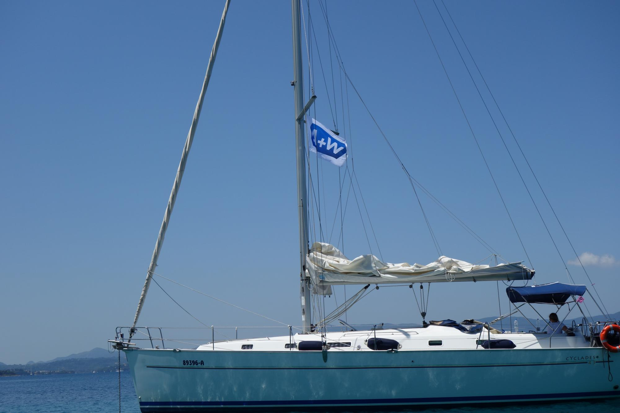"The ""Sundowner"", the boat of the initiators Jessica and Stefan, is flying the A+W flag."