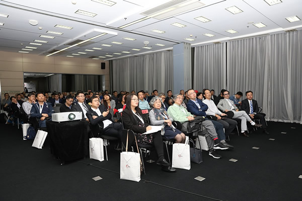 The new product conference of NorthGlass SiNest is full of people