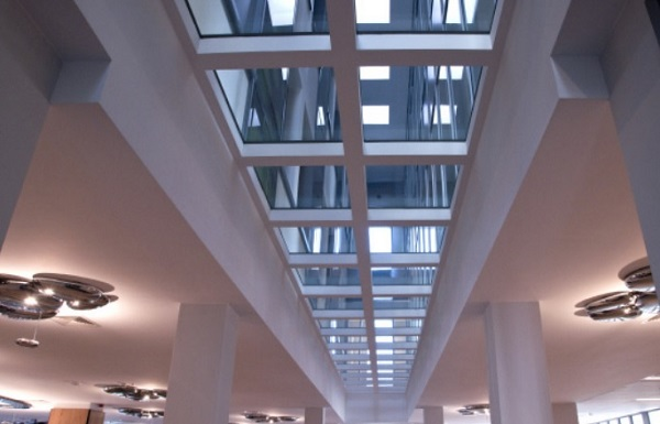 Clinical Hospital of the Military Medical Institute in Warsaw. POLFLAM® F REI 60 was used for the internal ceilings, light-saturating the main hall.