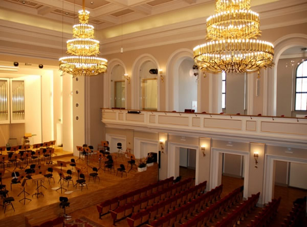 1.POLFLAM® fire-resistant glass has been applied, among other places, in the arched outwards -opening windows of the concert hall of Henryk M. Górecki Silesian Philharmonic in Katowice Resistant to fire, resistant to noise decibels (dB); the higher its value, the better soundproofing parameters the material has.