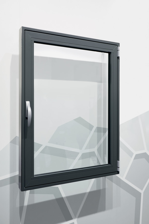 "Overall view of a window design with ""Roto AL 300"" for profile systems with integrated offset Edge"