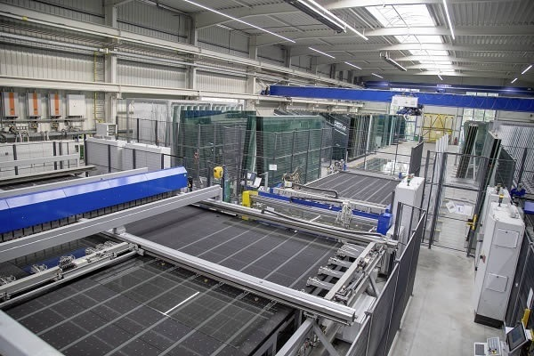 The new glass cutting system currently achieves 260 m² float glass and 75 m² laminated safety glass (LSG) per hour