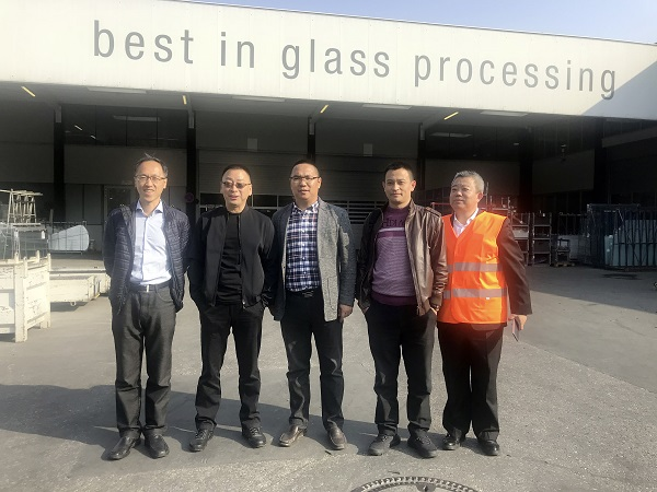Shuping Bian, the owner of SAYYAS was visiting Glass Forum in LiSEC.