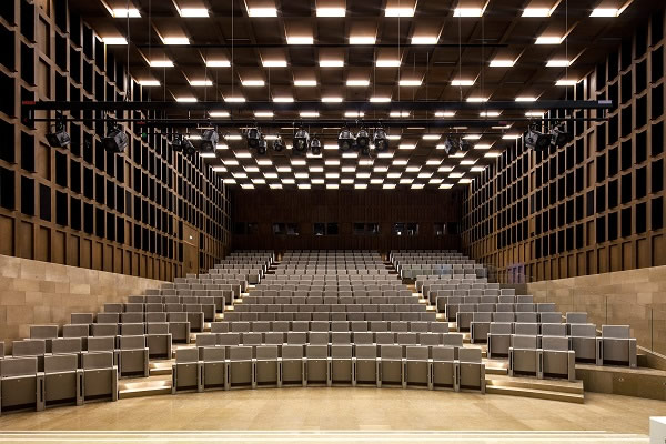 Tvitec brings a modern vision to the glass auditorium of the Institute of France