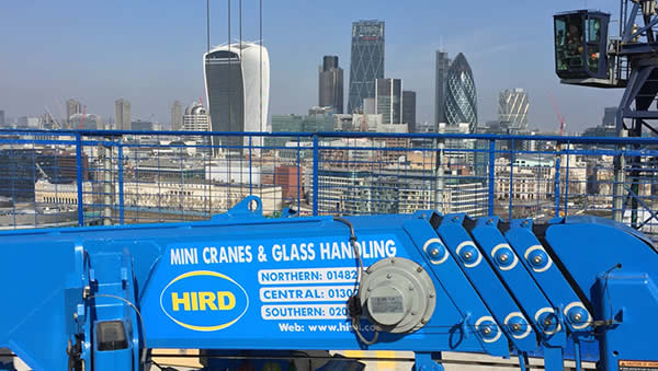 6 Hird glass lifting machines supporting the rise of the skyscraper