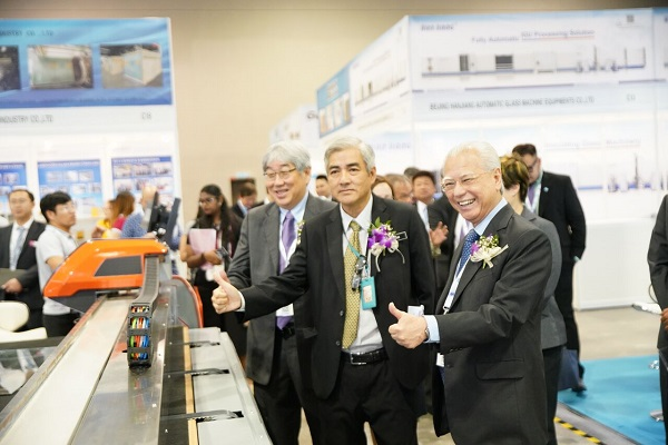 Y.Bhg. Dato' Yean Yoke Heng touring at Glasstech Asia 2018