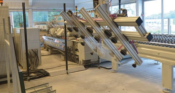 On the path to Industry 4.0: robot loading the double-sided automatic edging machine.