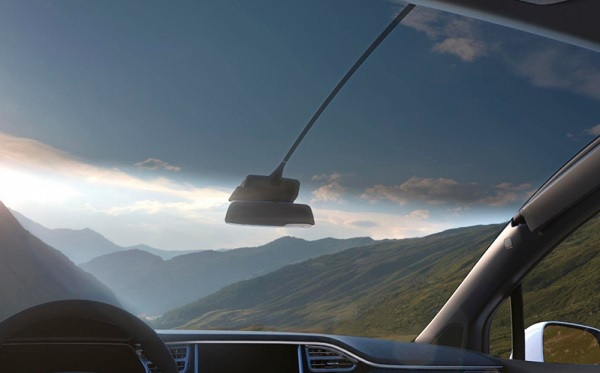 AGP eGlass produces the largest ever windshield in the history of a passenger vehicle