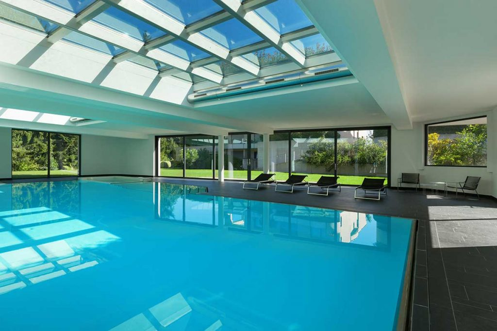 Anti condesation glass windows for indoor swiming pools