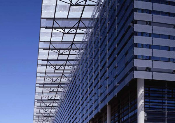 The Endesa building saw the first application of SentryGlas® in Europe. Image © Bellapart