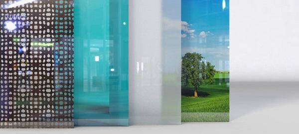 Porte del fienile in vetro scorrevole: opzioni decorative in vetro