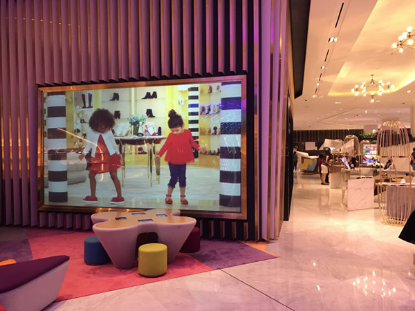 Largest Rigid Rear Projection Screen in the Middle East Installed in Dubai Mall