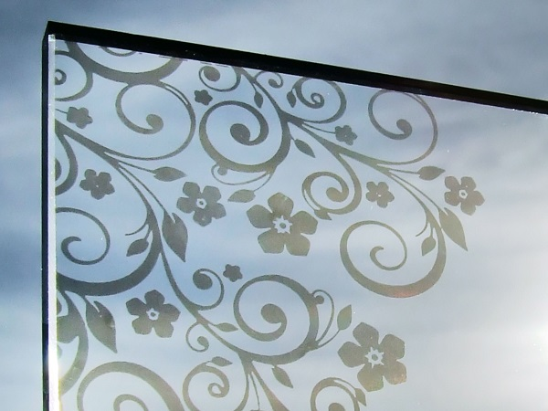 The lasering process is gentle on the glass, and can be used to add custom decorative finishes to single glazing, laminated glass and IGUs without special set-up or tooling times.