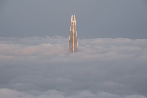 Lotte World Tower above the clouds © Lim Hye Seung