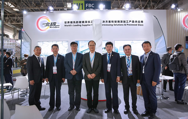 Mr. Hao Jiping, president of China Construction Metal Structure Association, and his party came to the NorthGlass booth