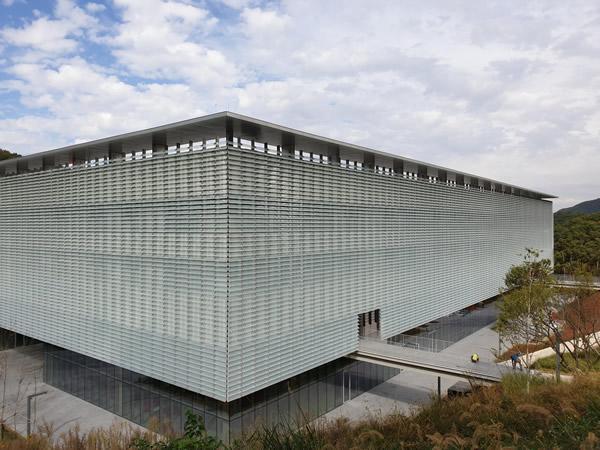 NorthGlass Glass Louvres Decorate KIA Visual Plaza