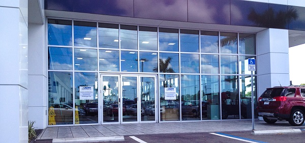 Solar Innovations® Project: Folding Glass Walls in Buick/Hyundai Showroom