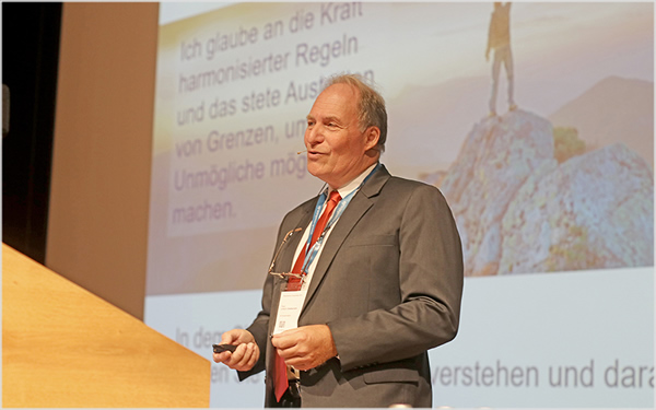 In 2019, Prof. Ulrich Sieberath opens the Rosenheim Window and Facade Conference for the last time in his function as director of ift Rosenheim. (Source: ift Rosenheim)
