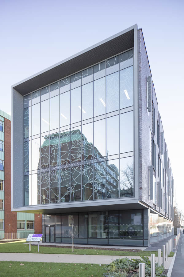 MX Curtain Wall Encloses New Science Annex at University of Manchester