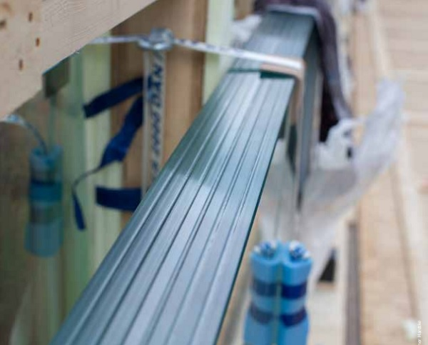 Another Trosifol® product, SentryGlas® ionoplast film, was used in the 16.5 m long glass fins made by sedak in Gersthofen, southern Germany.