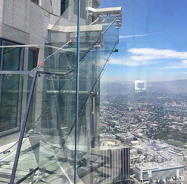 Thanks to the high performance of the SentryGlas interlayer, supporting structures are kept to a minimum leaving virtually unobstructed views of the LA skyline