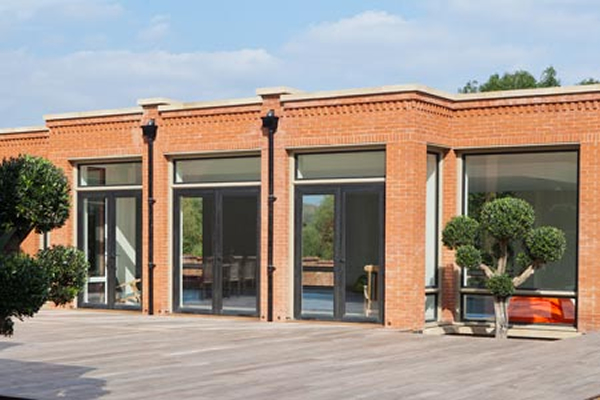 ​Thermally Efficient Metal Windows In A Contemporary Extension [Click and drag to move] ​