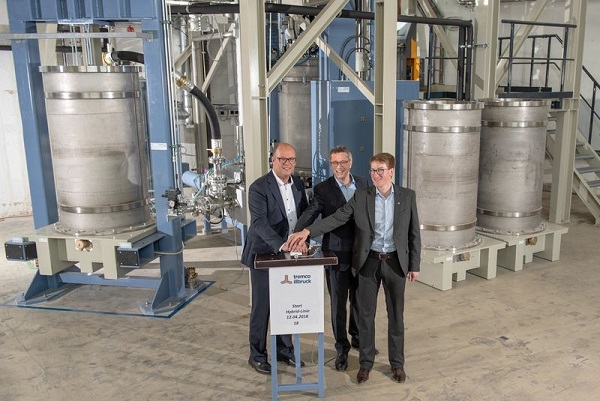 Bernd Schürmann, Operations Manager at the Traunreut branch, Reiner Eisenhut, CEO & Managing Director of tremco illbruck Group GmbH and Sebastian Patzig, a doctor of chemistry and technical lead and head of quality assurance in Traunreut, started the new mixer with a red button.