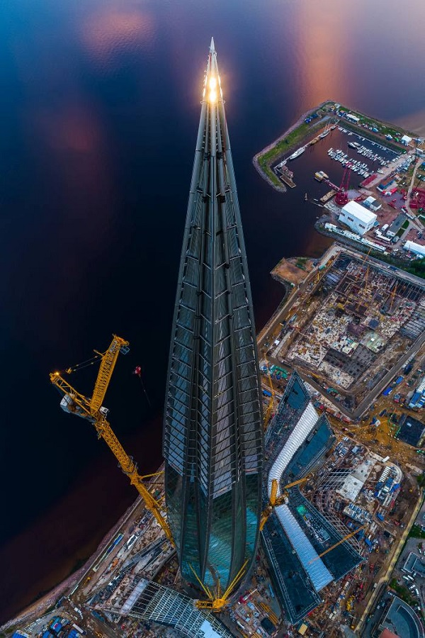 Resembling a needle, Europe's tallest building spirals 462 meters into the sky.